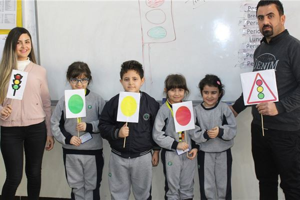 SULEIMANIAH STUDENTS LEARN ABOUT TRAFFIC LIGHTS
