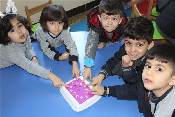 KG 1 STUDENTS LEARN ABOUT TIME